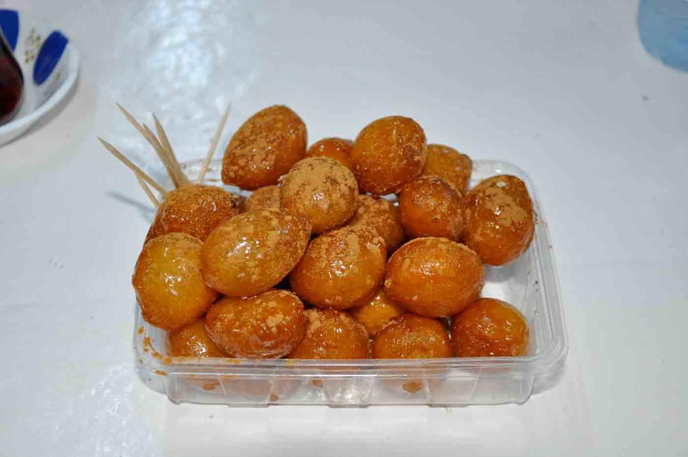 (Deutsch) Cunda Lokma Dessert bei Saki & Mustafa