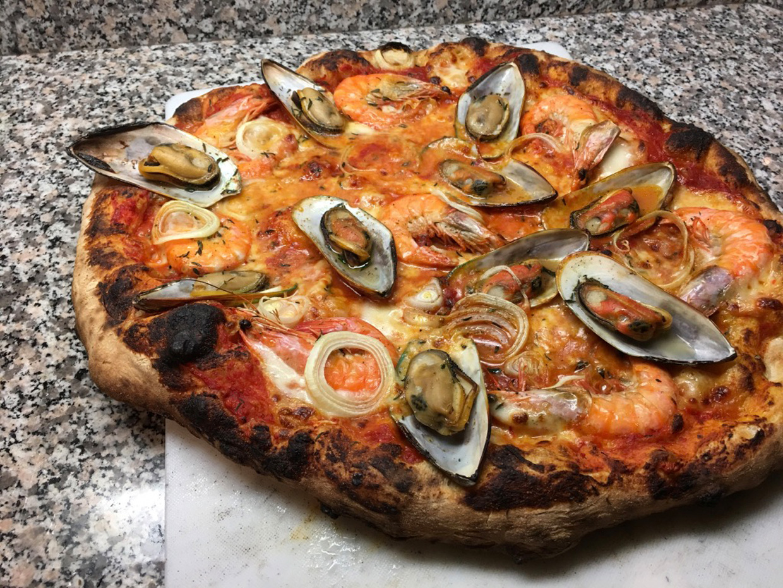 (Deutsch) Pizza mit Meeresfrüchten ala Napoli